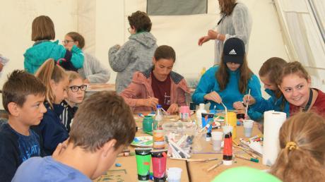 Viele Workshops sorgten beim Minitag auf dem Klosterberg bei Hohenwart für Abwechslung bei den Ministranten.