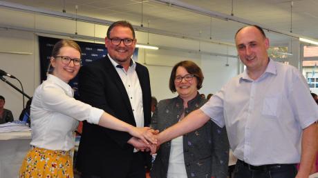 Der Bürgermeisterkandidat und seine Unterstützer: (von links) Bezirksrätin Martina Baur, Michael Funk, Frauenunionsvorsitzende Martina Fischer und der Ortsvorsitzendeder Ehekirchener CSU, Michael Brassler.