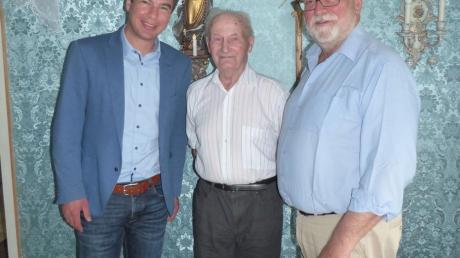 Matthias Enghuber (links) und Reinhard Reißner mit CSU-Urgestein Willi Schmid aus Achhäuser.