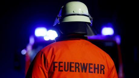 Einen Großeiensatz von Polizei und Rettungskräften löste in der Nacht auf Sonntag ein Brand in der Asylbewerberunterkunft in Geisenfeld aus.