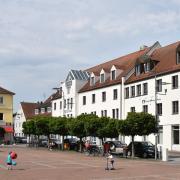 Nach knapp sieben Jahren vergeblicher Planung wird der Gebäudekomplex der VR Bank Neuburg-Rain am Neuburger Schrannenplatz endlich entwickelt.