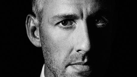 """Sieht als """"heilloser Optimist"""" nicht alles schwarz: Humorist Sebastian Pufpaff kommt mit seinem Programm """"Wir nach"""" ins Stadttheater nach Ingolstadt."""