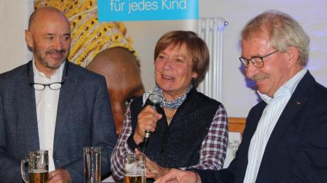 Christian Neureuther (links) und Rosi Mittermaier gratulierten der Arbeitsgruppe Ingolstadt von Unicef zum 15. Geburtstag.