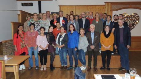 Die Kreistagskandidaten der SPD nach der Nominierung in Weichering, vorne ganz rechts Spitzenmann Werner Widuckel.