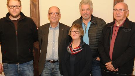 Der Rennertshofener Ortsverein der SPD hat Neuwahlen durchgeführt: (von links) Kassier Rico Lieback, Vorsitzender Josef Sillet, Schriftführerin Michaela Kruber, Vize-Vorsitzender Peter Kaube und Beisitzer Werner Weigel.