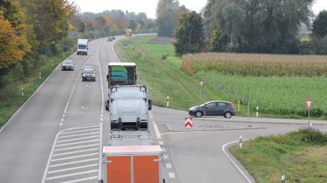 Noch ist die B16 zwischen Burgheim und Rain zweispurig. Nach dem Ausbau wird auch die Burgheimer Anschlussstelle (rechts) anders aussehen.