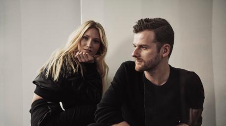 Verstehen sich nicht nur musikalisch gut, sondern sind auch privat ein Paar: Carolin Niemczyk (29) und Daniel Grunenberg (30), besser bekannt als das Elektropop-Duo Glasperlenspiel. Am 2. November kommen die Musiker nach Ingolstadt.