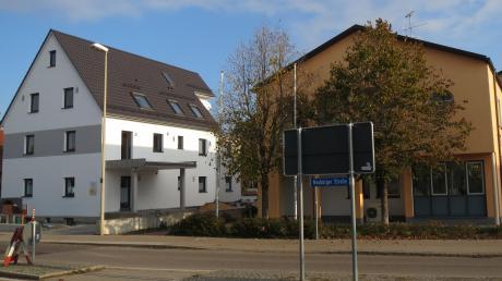 In diesem umgebauten, ehemaligen Wohnhaus in der Neuburger Straße in Karlshuld soll noch heuer ein Allgemeinarzt eine Praxis eröffnen. Der Gemeinderat hat dafür in seiner Sitzung am Dienstag die Weichen gestellt.