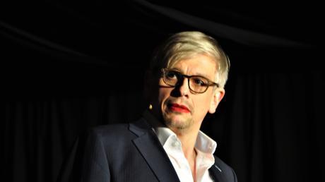 Mathias Tretter mit diesmal sichtbarem Akzent: roten Lippen.