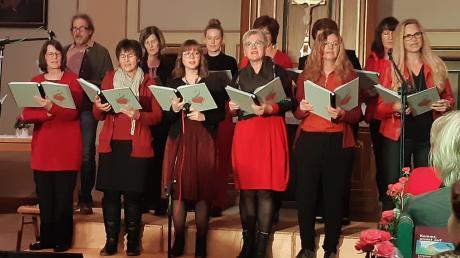 Der Chor Open Heart beim Auftritt in der Evangelischen Kirche in Ludwigsmoos. 1424 Euro kamen bei dem Benefizkonzert zugunsten der Diakonie-Sozialstation Donaumooser Land zusammen.