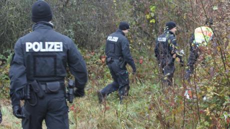 Mit Hubschraubern, Hunden, Pferden und zu Fuß hat die Polizei in den vergangenen vier Wochen nach einer 57-Jährigen gesucht. Gestern war der Bereich nördlich der Donau zwischen Bergheim und Neuburg sowie entlang der Schutter bei Dünzlau dran.