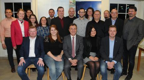 Bürgermeister Georg Hirschbeck tritt mit diesem Kandidatenteam zur Kommunalwahl an. Mit im Bild der stellvertretende CSU-Kreisvorsitzende Stefan Kumpf und Bezirksrätin Martina Keßler (von links).