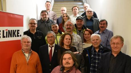 Einige der Kandidaten für die Stadtrats- und Kreistagsliste präsentierten sich bei der Nominierungsversammlung der Linken in Neuburg. Unter ihnen der Neuburger OB Kandidat Michael Wittmair (links, Dritter von oben).