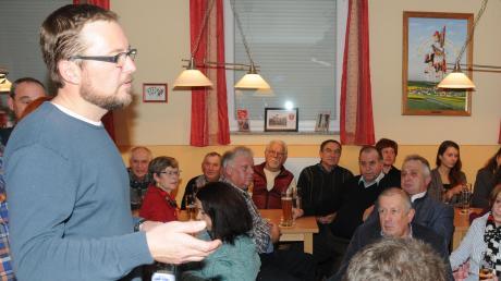 Stefan Huber erläuterte sein Vorhaben, hörte sich die Bedenken seiner Mitbürger an und äußerte sich dazu.