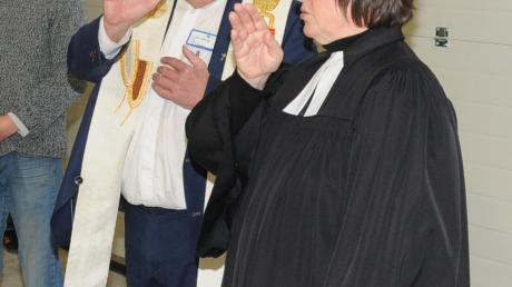 Pfarrerin Cornelia Dölfel und Pfarrer Anton Tischinger erbaten Gottes Segen.