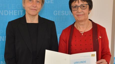 Hildegard Altenbuchner zusammen mit der Amtschefin des Ministeriums, Ruth Nowak.