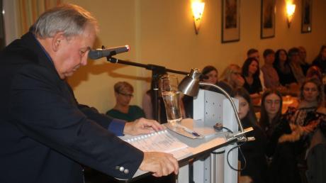 Nach 36 Jahren ist Schluss: Karls Seitle hört als Bürgermeister in Karlshuld auf und hinterlässt ein gut bestelltes Haus, wie auf der Versammlung zu hören war.