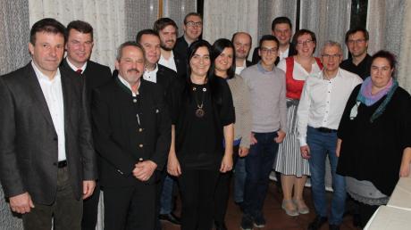 Die Bewerber für den Gemeinderat: Sie wollen nach den Kommunalwahlen 2020 ins Ehekirchener Rathaus einziehen. Die Spitzenposition nimmt dabei der amtierende Bürgermeister Günter Gamisch ein (2. von links).
