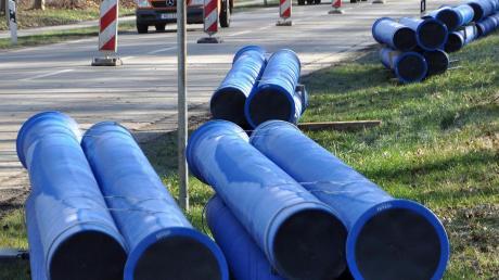 Durch Rohre wie diese soll schon bald die Abwärme von Verallia und Rockwool in die Stadt fließen, um weitere Kunden anzuschließen. 2021 soll mit dem Bau der Leitung begonnen werden.