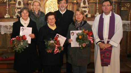 Engagieren sich seit jeher für die Musica sacra: Maria Schmid, Organistin Lucia Schmalbach-Müller, Inge Bauer, Chorleiter Max Blei, Susanne Höger und Dekan Pfarrer Werner Dippel (von links).