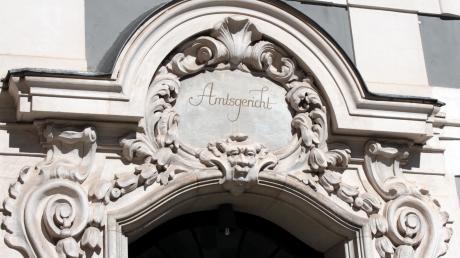 Am Amtsgericht Neuburg muss sich derzeit eine Frau wegen falscher Verdächtigung verantworten.