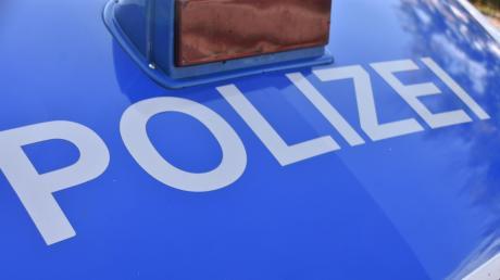 Ein Jugendlicher bereitete der Polizei in Neuburg bei einer Kontrolle einige Arbeit.