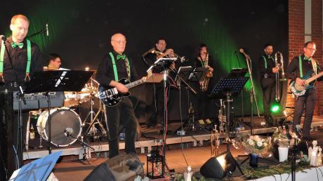 Im Dienste der guten Sache ist derzeit die Band Snowflakes Project unterwegs. Ihre diesjährige Premiere gaben die Musiker in der Alten Turnhalle in Burgheim.