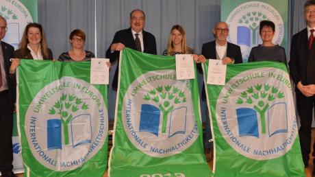 Auch sie freuen sich über das Prädikat Umweltschule: die Vertreter der Max-von-Pettenkofer-FOS/BOS Neuburg.
