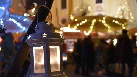 Auch an diesem Wochenende locken die Weihnachtsmärkte – wie hier der Christkindlmarkt am Karlsplatz – die Besucher an.
