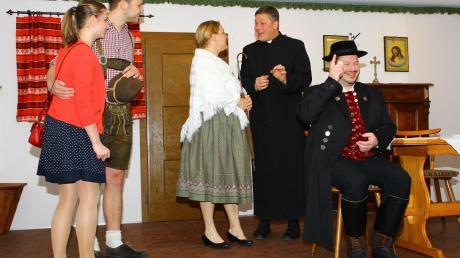 Die Theatergruppe des Schützenvereins Rohrenfels bei der diesjährigen Premiere im Schützenheim.