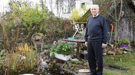In seinem Garten mit Blick auf die Obere Schanz fühlt sich Vitus Wengert wohl. Die Nähe zur Natur erinnert ihn an das Haus, in dem er aufgewachsen ist. Auch sonst hat der gebürtige Schwabe Neuburg ins Herz geschlossen – bei der Sprache allerdings stieß die Integration an Grenzen.