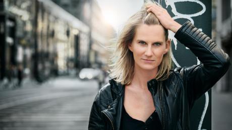 Lucy van Kuhl wurde erst vor Kurzem in Passau mit dem Scharfrichterbeil ausgezeichnet. Im Januar kommt sie mit ihren Liedern und Texten ins Ingolstädter Altstadttheater.