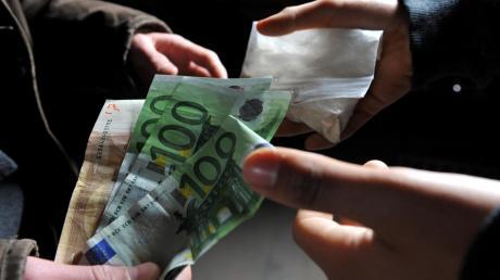 Am häufigsten stehen junge Menschen mittlerweile wegen Drogendelikten vor Gericht.