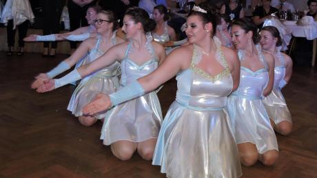 """Dass eine Eiszeit auch heiß werden kann, erfuhren die Tänzer der Showtanzgruppe bei ihrer anspruchsvollen Performance zum Thema """"Eiszeit""""."""