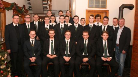 Das neue Führungsteam und der Ausschuss, der den Katholischen Burschenverein Burgheim für die nächsten beide Jahre führen wird.