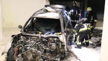 Das Wrack des abgebrannten Autos.