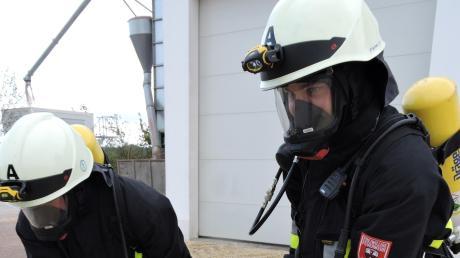 Ein Markenzeichen der Burgheimer Feuerwehr sind die Atemschutzträger, hier bei einer Großübung bei der Ortlfinger Biogasanlage. Sie bekommen in diesem Jahr neue Schutzanzüge.