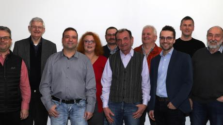 Kreisvorsitzender Werner Widuckel zusammen mit Kreisrat Peter Mosch (links) und den Gemeinderatskandidaten der SPD-Königsmoos.