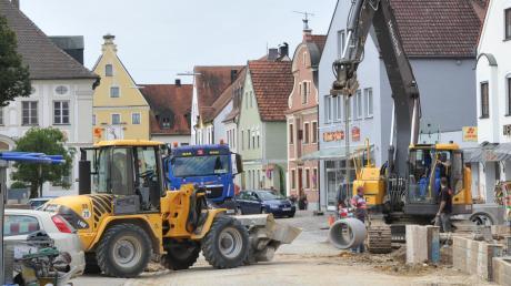 2013 wurde die Marktstraße in Rennertshofen saniert. Dabei wurde es jedoch versäumt, Leerrohre für Glasfaserkabel zu verlegen.