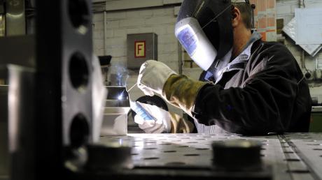 Nach vielen Jahren des Aufschwungs hat sich in der Metall- und Elektroindustrie die Stimmung eingetrübt. Von schlechter Auftragslage und auch Stellenabbau ist die Rede. Die Arbeitgeber wünschen sich, dass das Jahr 2020 besser werde als 2019 endete.