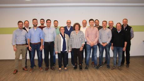 Die Bürgermeisterkandidatin Manuela Heckl (7. v. li.) mit den Bewerbern der Dorfgemeinschaft Rohrenfels (DGR) für die Kommunalwahl am 15. März.