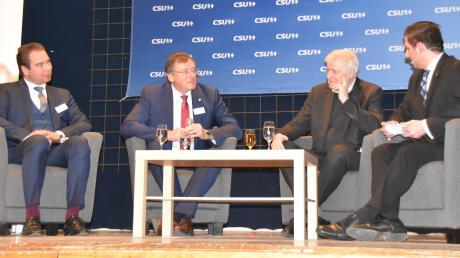 Horst Seehofer (Zweiter von rechts) beim Wahlkampfauftakt der CSU Neuburg im Kolpinghaus mit Oberbürgermeister Bernhard Gmehling (zweiter von links).