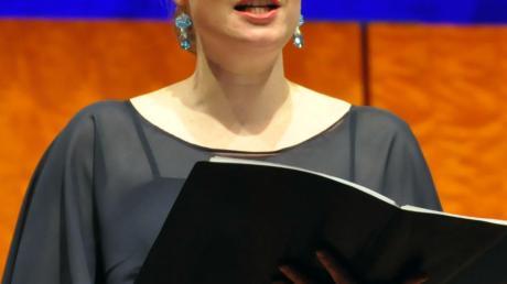 Brillant: Sarah Gilford. Sie intonierte mit dem GKO die Goethe-Lieder aus der Feder von Fazil Say.