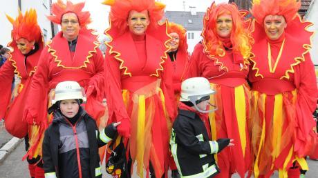 Auch heuer werden wieder viele Narren Feuer und Flamme für den Fasching sein wie diese Gruppe aus Marxheim beim Faschingsumzug im vergangenen Jahr.