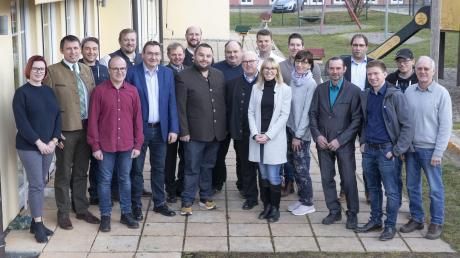 Die Listenbewerber des CSU-Ortsvereins Rohrenfels zusammen mit dem amtierenden Bürgermeister Wigbert Kramer, der am 15. März für den Posten als Rathauschef nicht mehr antreten wird.