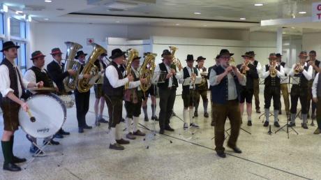 Sie heizten die Stimmung in der Westfalenhalle in Dortmund an: Reinhardt Reißner und seine Musikanten aus Neuburg.