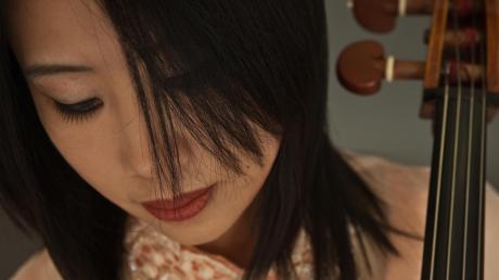 Bongshin Ko wird bei der 42. Neuburger Sommerakademie Cello unterrichten. Sie ist weltweit gefragt als Musikerin und Dozentin.