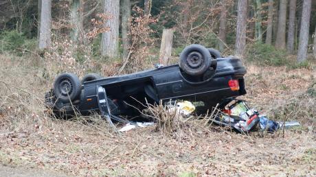 Zwei Menschen haben sich bei dem Unfall am Freitagmorgen auf der Staatsstraße 2334 verletzt.