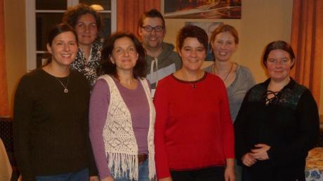 Die Neuwahlen brachten keine Überraschungen. Vorsitzende der Pferdefreunde bleiben Sylvia Bongratz und Bianca Mutzbauer. (2. und 3. von rechts vorne).