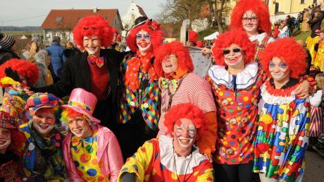 Einmal in ein Clownkostüm schlüpfen und den Alltag vergessen. Die Faschingsumzüge und -feiern sind der ideale Ort dafür.